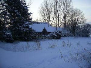 Noordkant van het huis ziet er winters uit